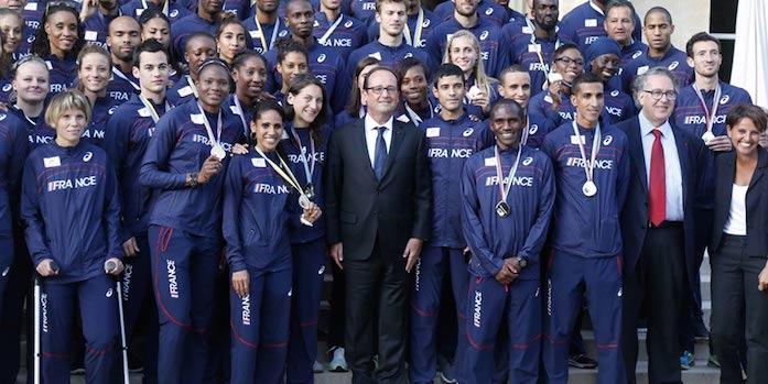 Francois-Hollande-avec-les-athletes-tricolores-930x620